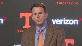 Tennessee AD Dave Hart Announces Retirement