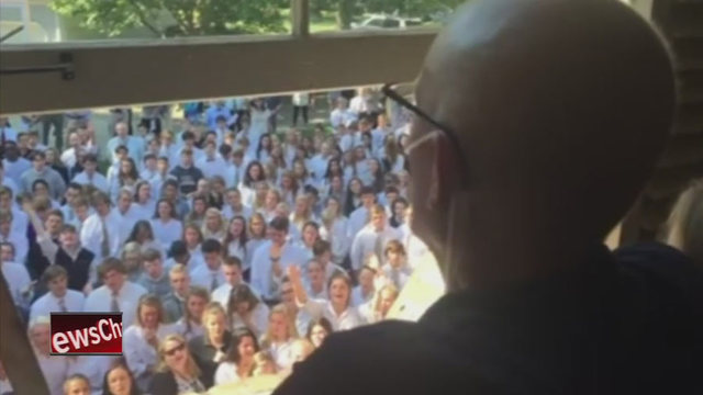 Cancer-Stricken Teacher Serenaded by 400 Students Dies