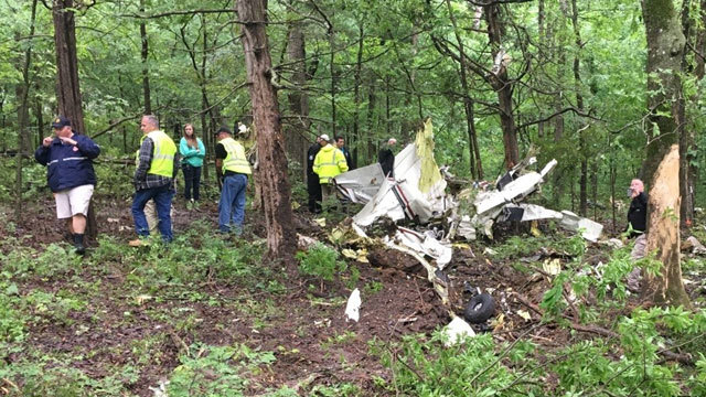 Plane crash near Hopkinsville, Ken. kills at least one person