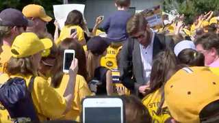 Preds Return Home To Crowd Of Cheering Fans