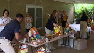 Grocery Baggers Compete In Bagging Competition