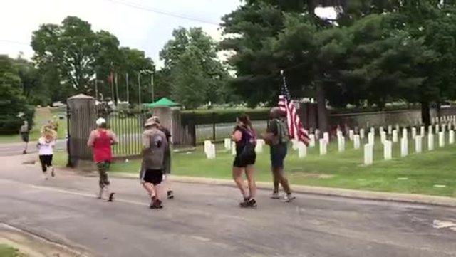 Shepherd-s Men Run Through Nashville For Veterans