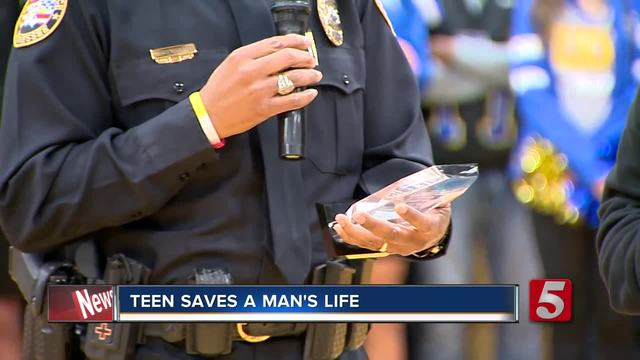 Teen Honored After Saving Stranger-s Life