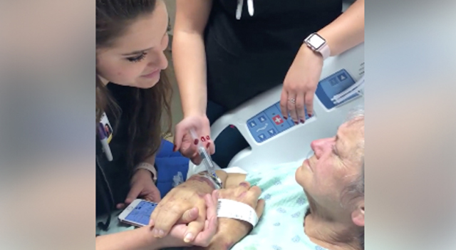 Nurse Sings To Elderly Woman Dying Of Cancer, Holds Her Hand