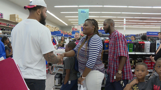 Former Vols Player Goes Shopping With Students