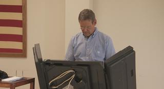 Gubernatorial Candidate Bill Lee Votes Early